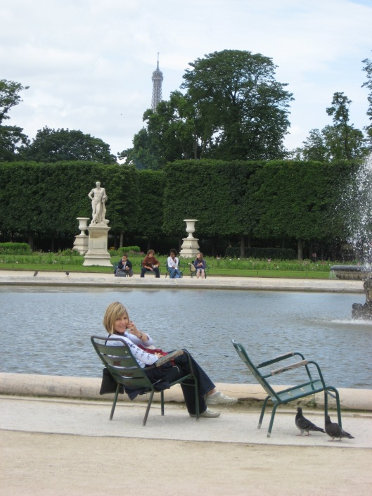 Paris - relaxing by the Tuileries fountain