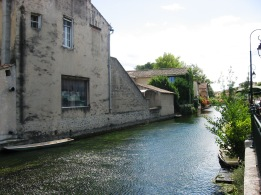 One of the canals as we come into L'Isle-sur-la-Sorgue