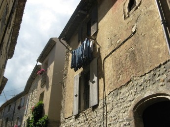 Vaison - iconic washing line in the upper town
