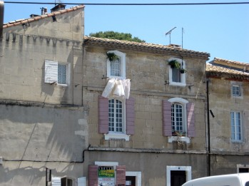 Arles washing and shutters!