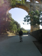 Pont du Gard - Phil under the arches