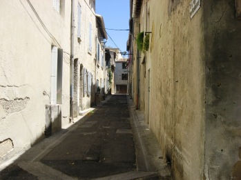 Typical narrow French ville street - VLA