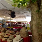 Hats in the Fayence market