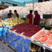 Fruity colour in Le Muy market