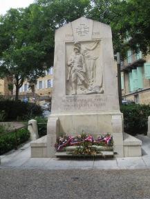 Sarlat memorial to children