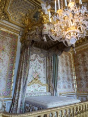 The Queen's bedchamber - my favourite room. - 19 children were born here!