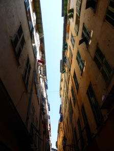 Buildings cheek by cheek to provide shade