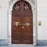 Tidy door