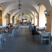 Covered porch on the main shopping street -Bellagio