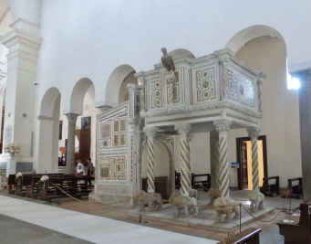 The lavish pulpit