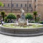 Fontana del Tritone in Piazza Vittorio Emanuele