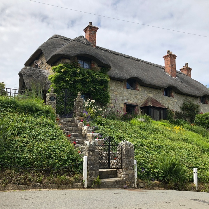 Such a tidy thatched cottage